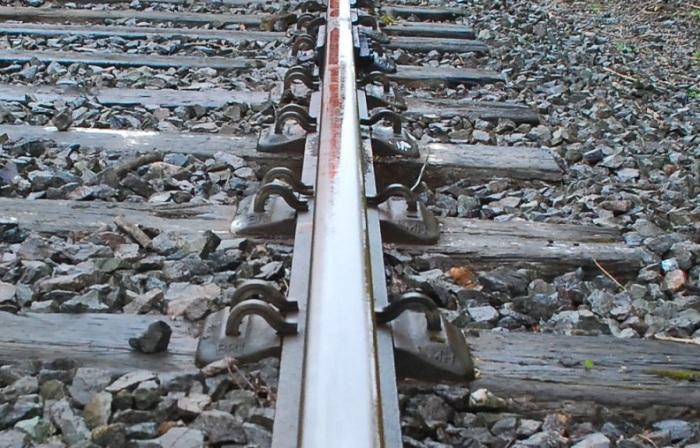 elastic_spike_fastening_longitudinal_resistance_buckling_vertical_wave_sleeper_ballast_railway_CRT