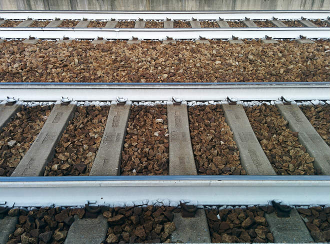 Railway-track-critical-temperature-reduction-rails-painted-white-CRT-Management-pandrol-e-clip-fastening